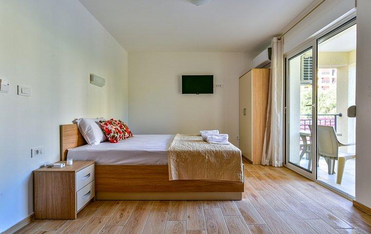 Апартаменты kopitovic 4 черногория петровац купить домик в болгарии недорого
